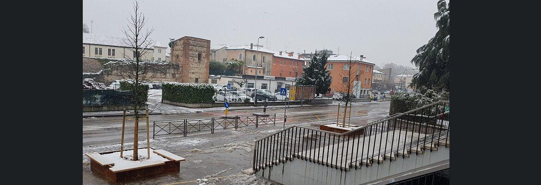 Il nuovo piazzale con la neve